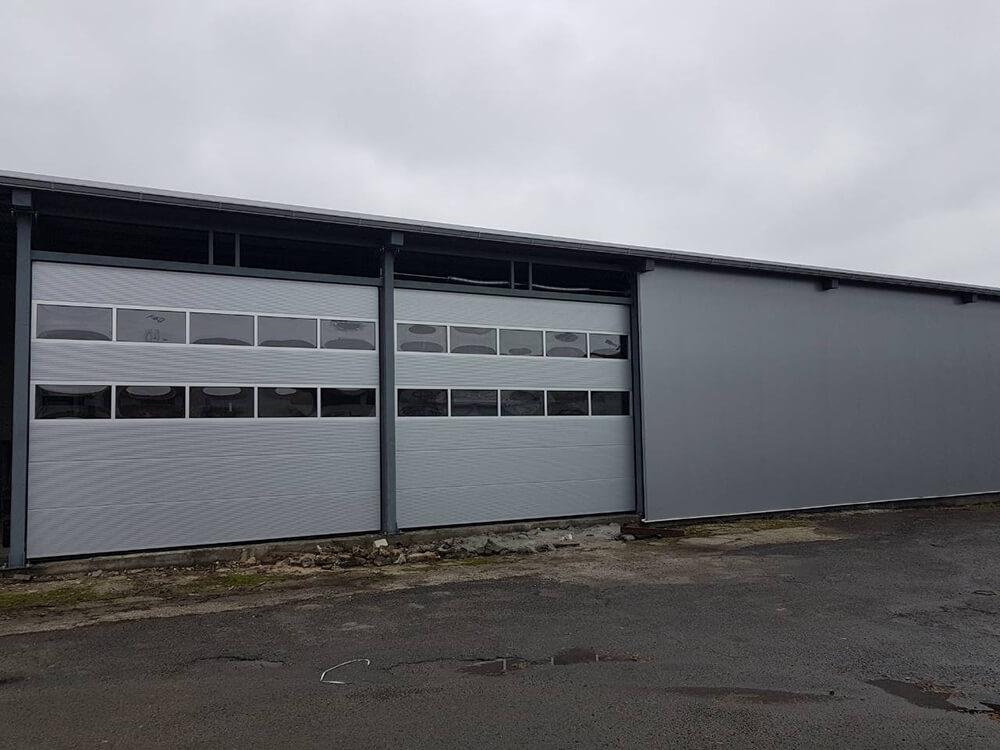 Бургас - Индустриални секционни врати с по 2 остъклени панела 001