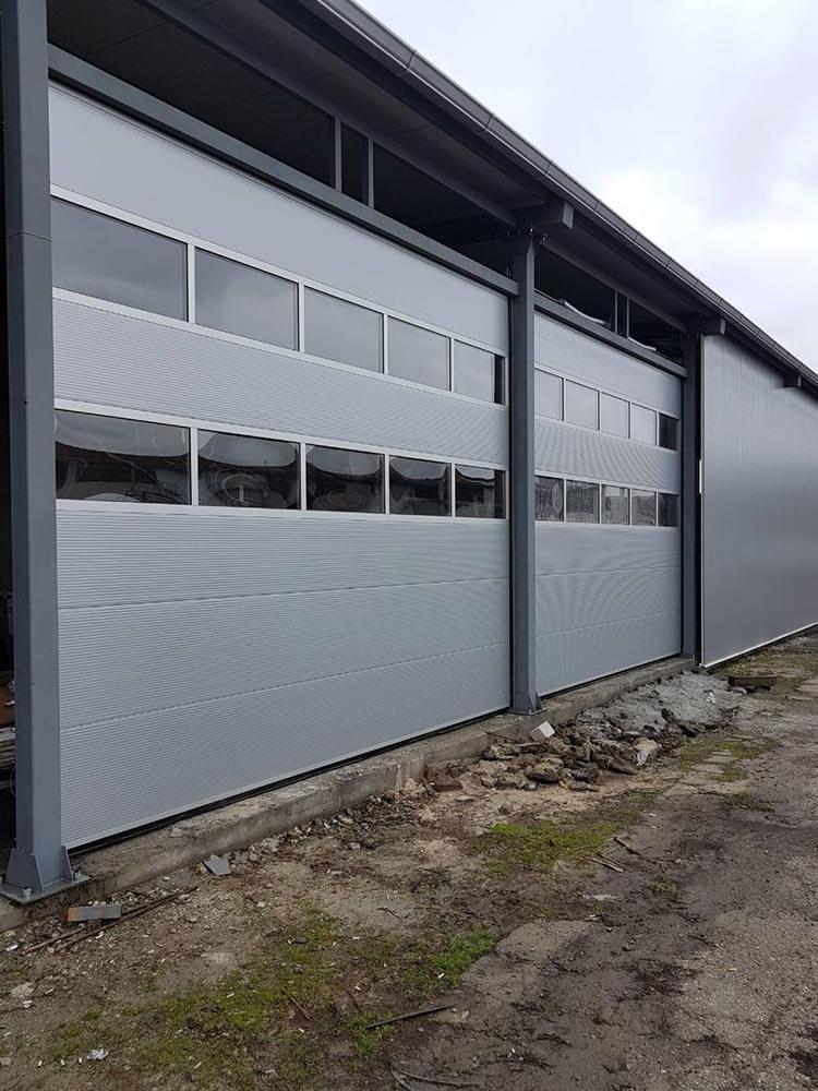 Бургас - Индустриални секционни врати с по 2 остъклени панела 002