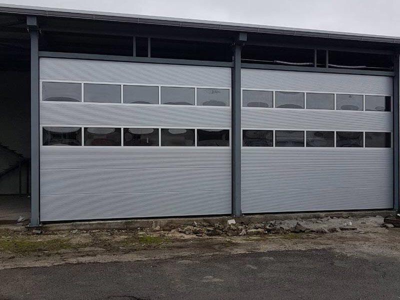 Бургас - Индустриални секционни врати с по 2 остъклени панела 004
