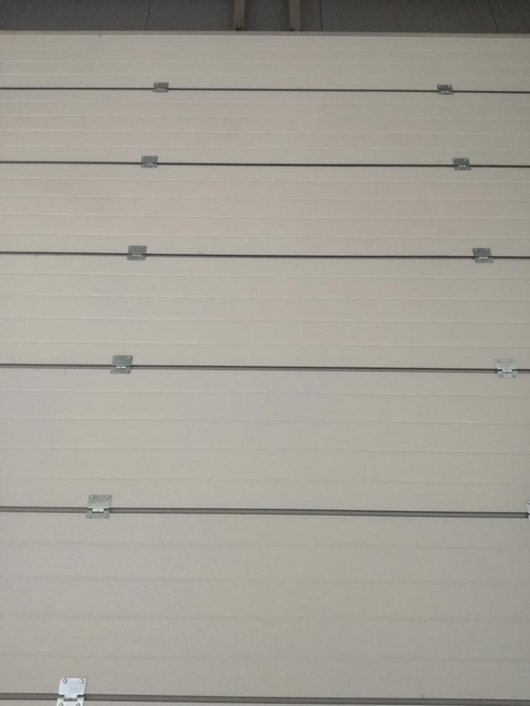 Индустриални секционни врати - стандартен ход. Цвят-бяло (Ral 9010). Задвижване с редуктор. 007