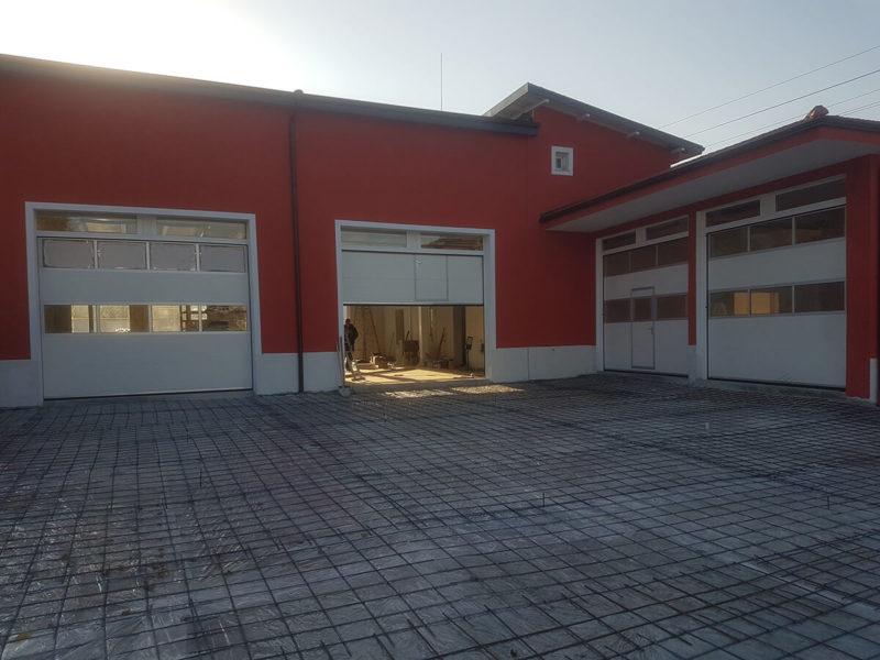 """Сандански - Индустриални секционни врати с по два реда остъклени панели """"Full Vision""""_001"""