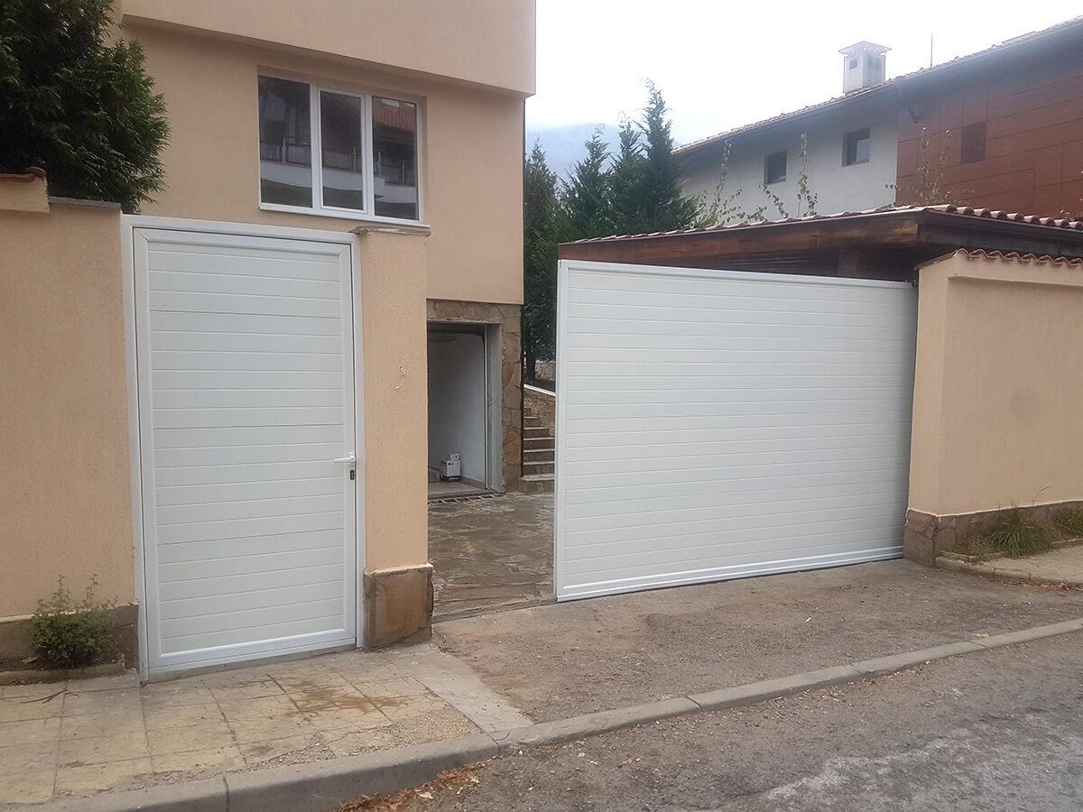 София - Плъзгаща се дворна врата и пешеходната врата до нея е в същия дизайн_006