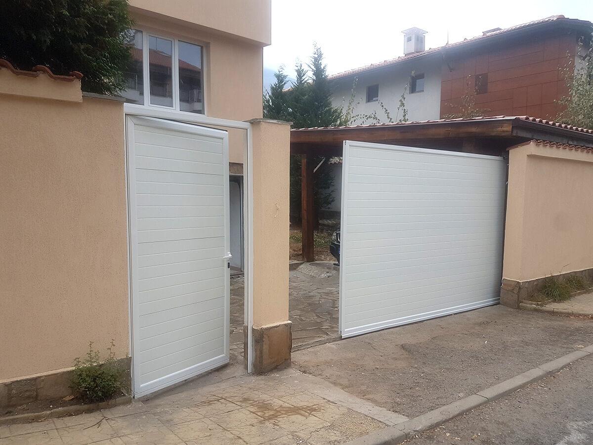 София - Плъзгаща се дворна врата и пешеходната врата до нея е в същия дизайн_007