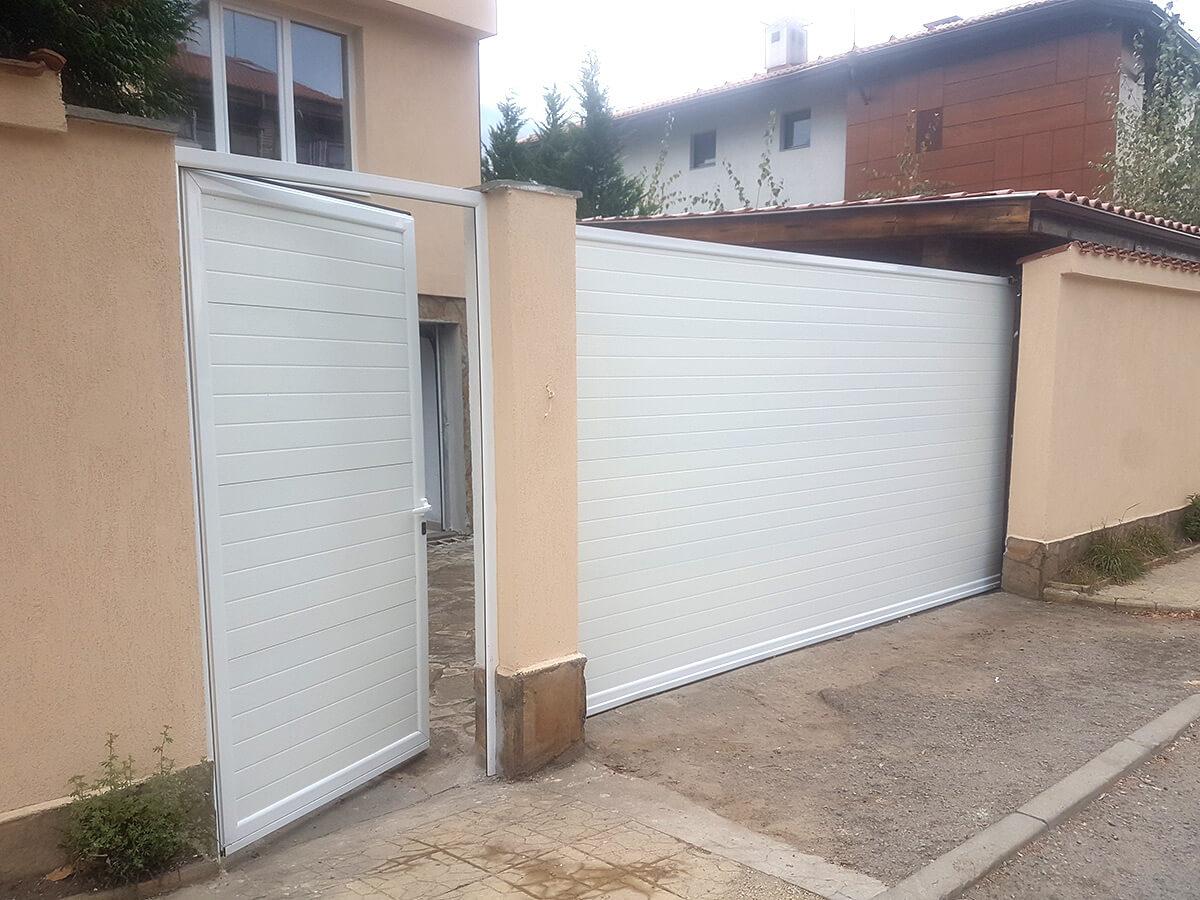 София - Плъзгаща се дворна врата и пешеходната врата до нея е в същия дизайн_008