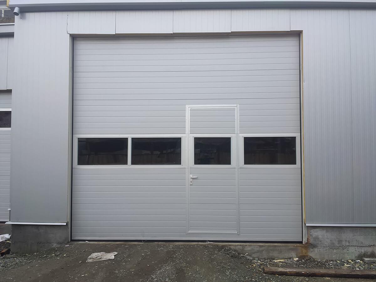 """Стара Загора - Индустриални секционни врати с по един остъклен панел """"Full vision""""_003"""