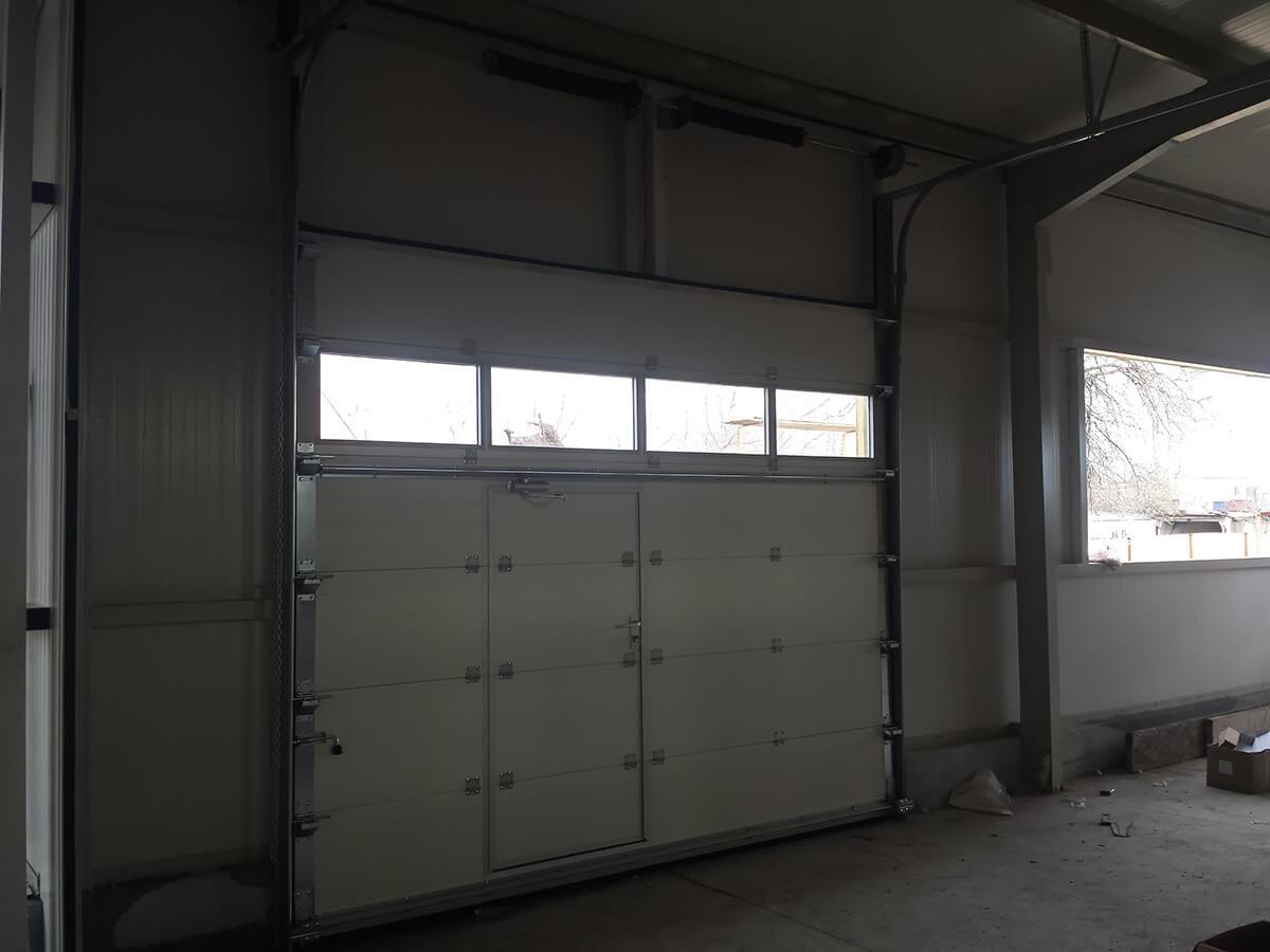 """Стара Загора - Индустриални секционни врати с по един остъклен панел """"Full vision""""_007"""