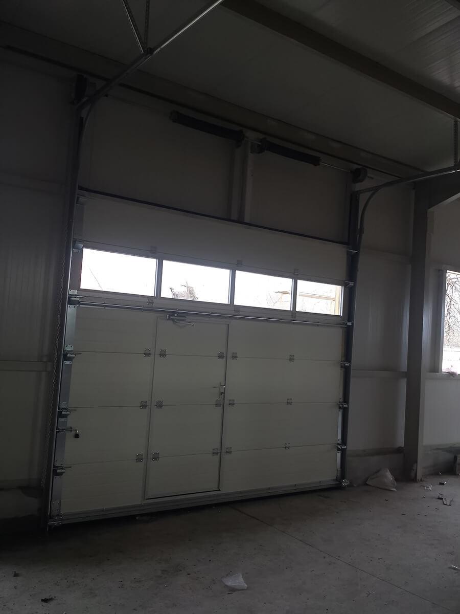 """Стара Загора - Индустриални секционни врати с по един остъклен панел """"Full vision""""_008"""