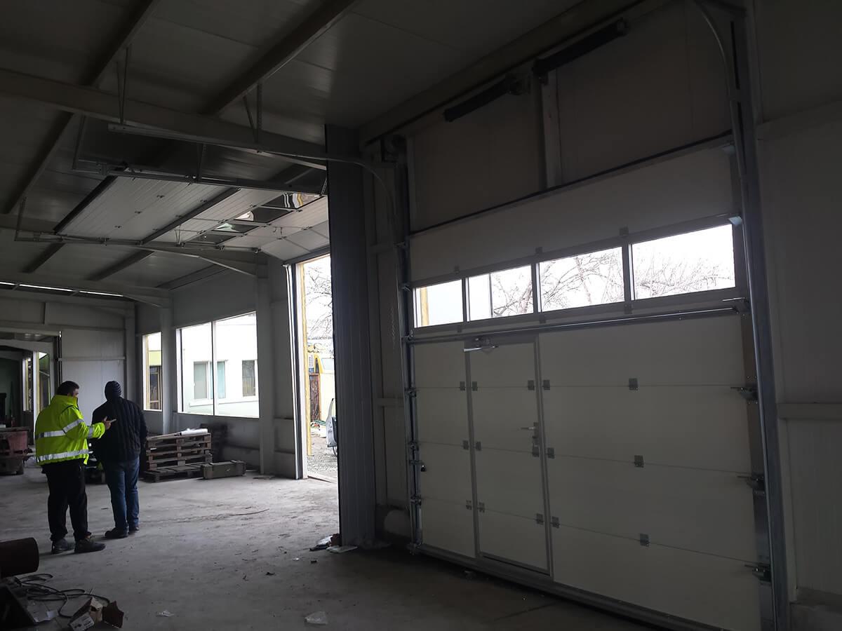 """Стара Загора - Индустриални секционни врати с по един остъклен панел """"Full vision""""_010"""
