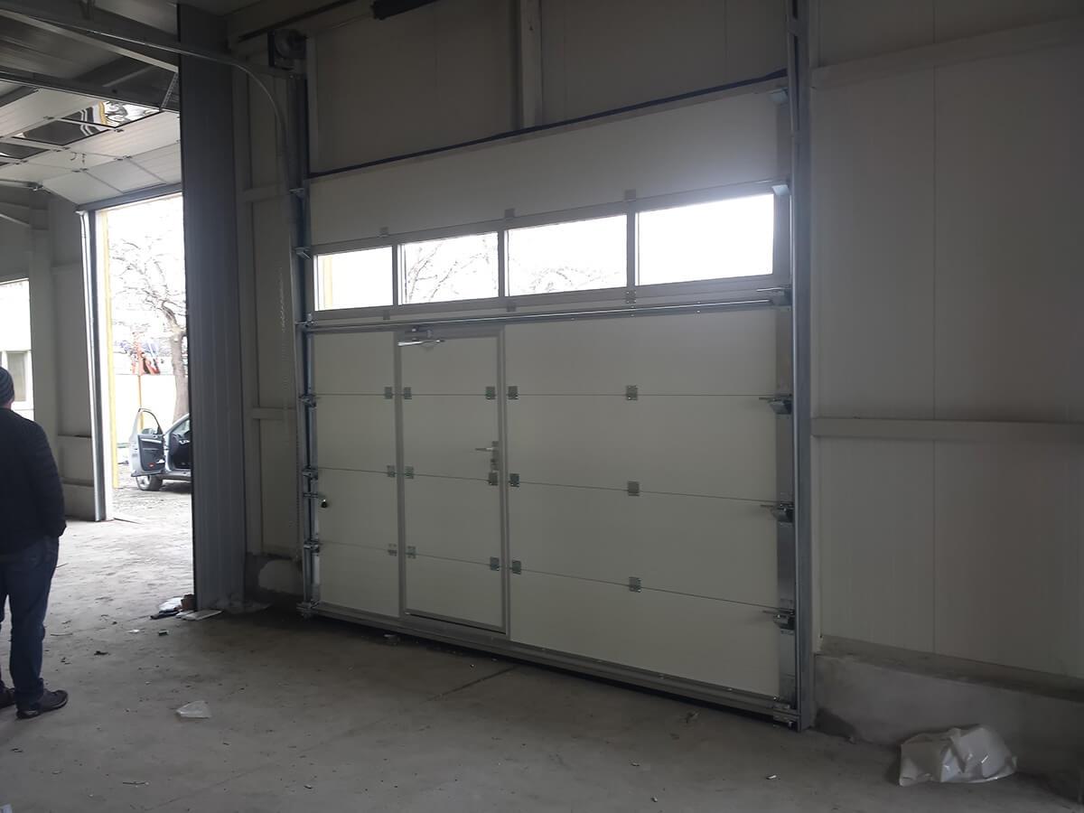 """Стара Загора - Индустриални секционни врати с по един остъклен панел """"Full vision""""_011"""