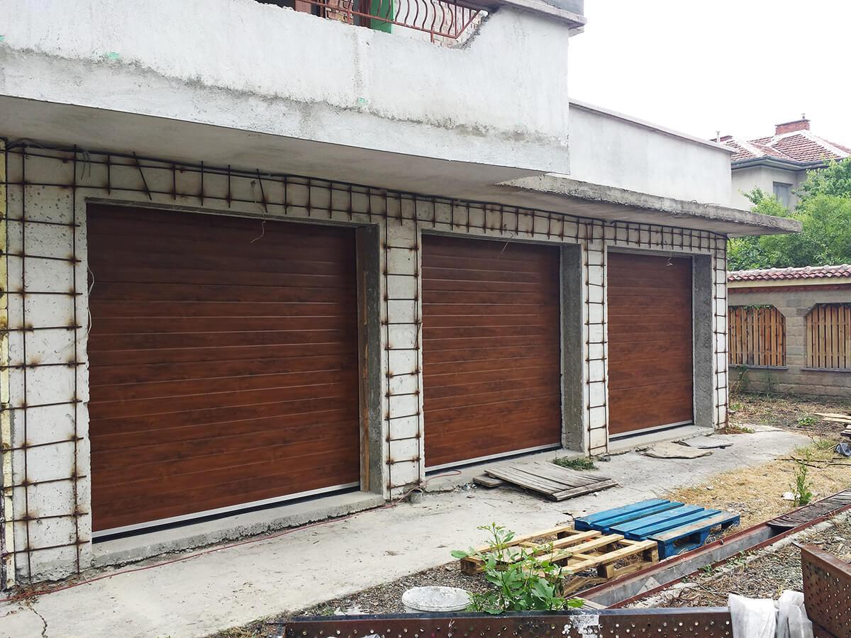 """Стара Загора - Гаражни секционни врати в дървесен цвят """"златен дъб""""_001"""
