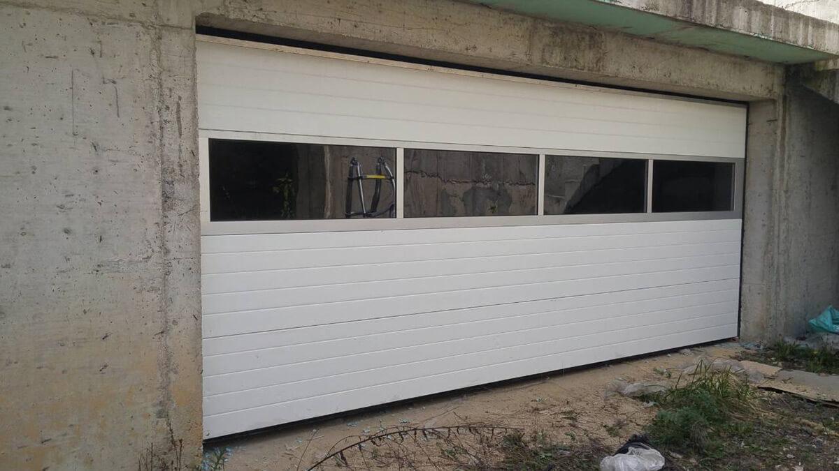 Стара Загора - Секционна гаражна врата с един остъклен панел_001