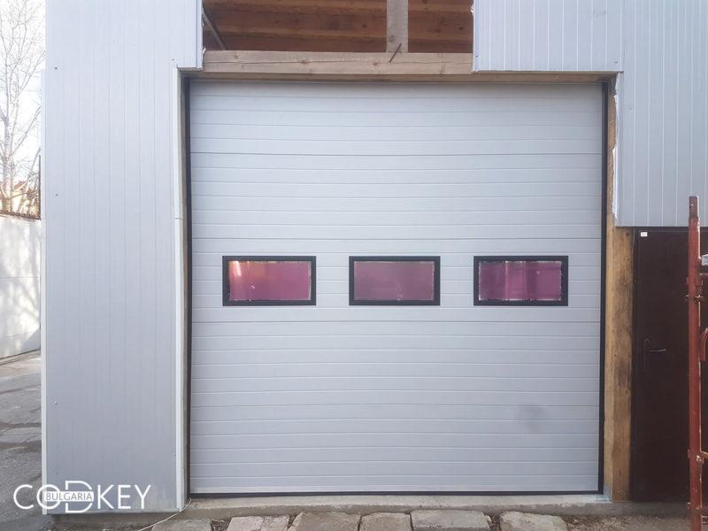 Секционна гаражна врата на автосервиз в град София_001