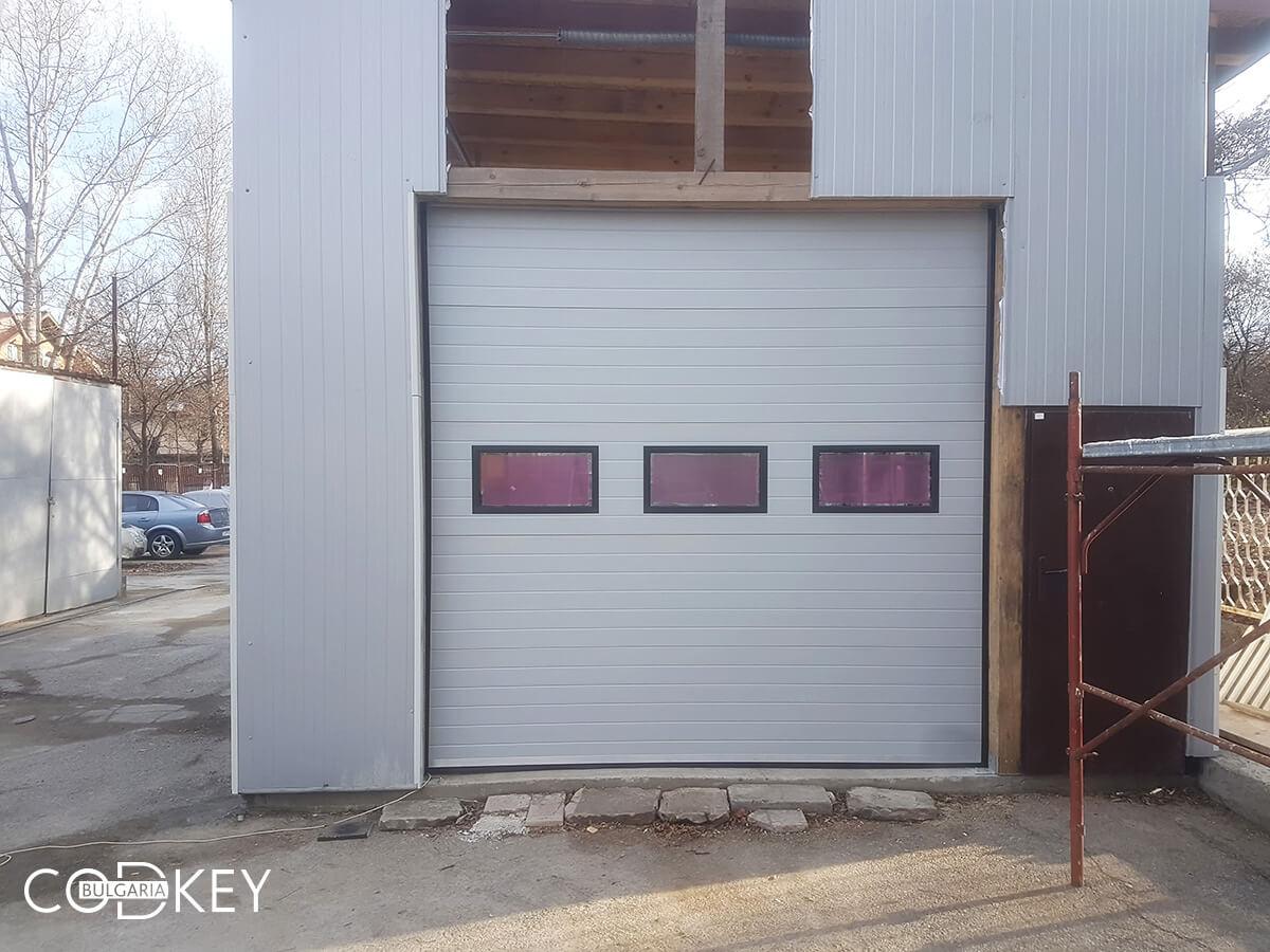 Секционна гаражна врата на автосервиз в град София_002
