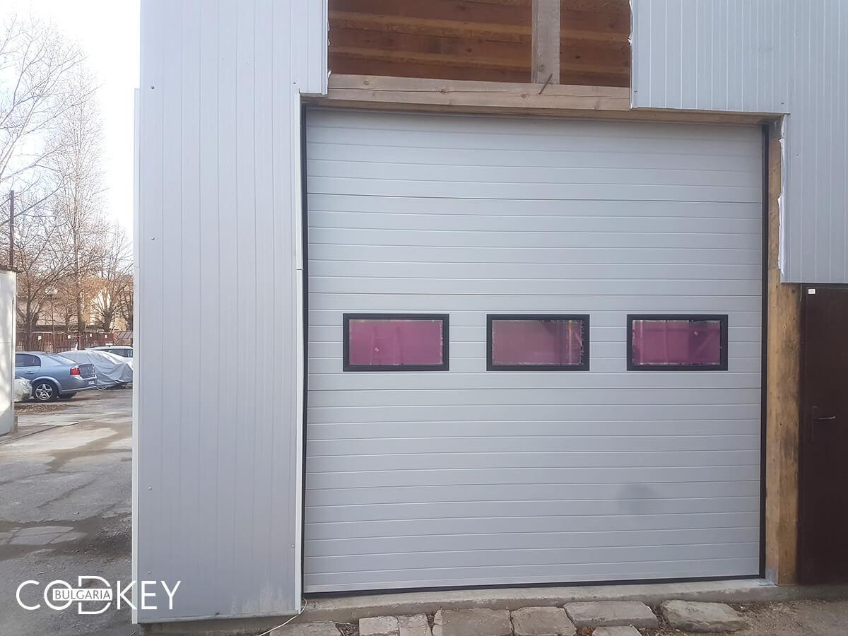 Секционна гаражна врата на автосервиз в град София_003