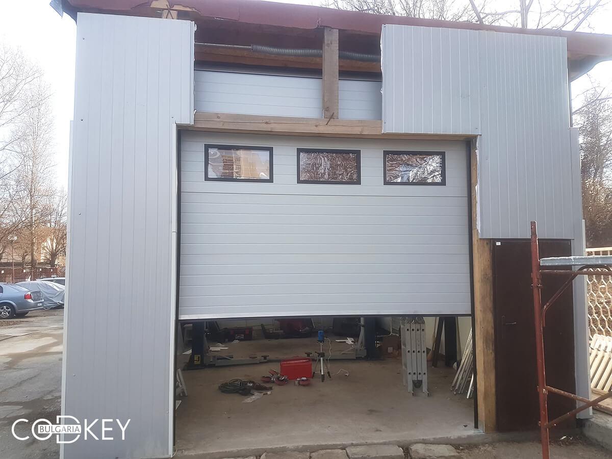 Секционна гаражна врата на автосервиз в град София_004