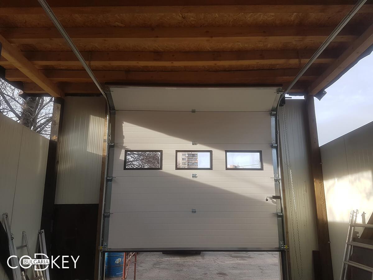 Секционна гаражна врата на автосервиз в град София_005
