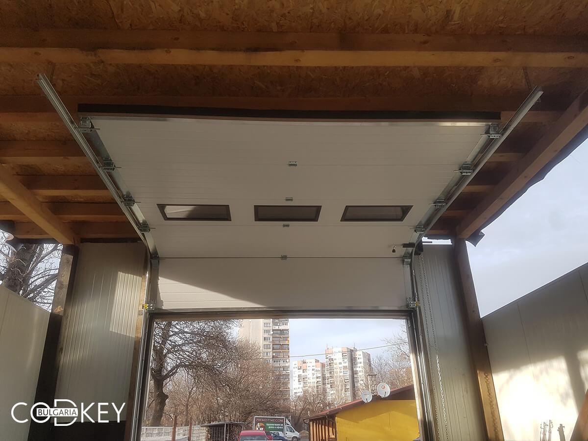 Секционна гаражна врата на автосервиз в град София_006