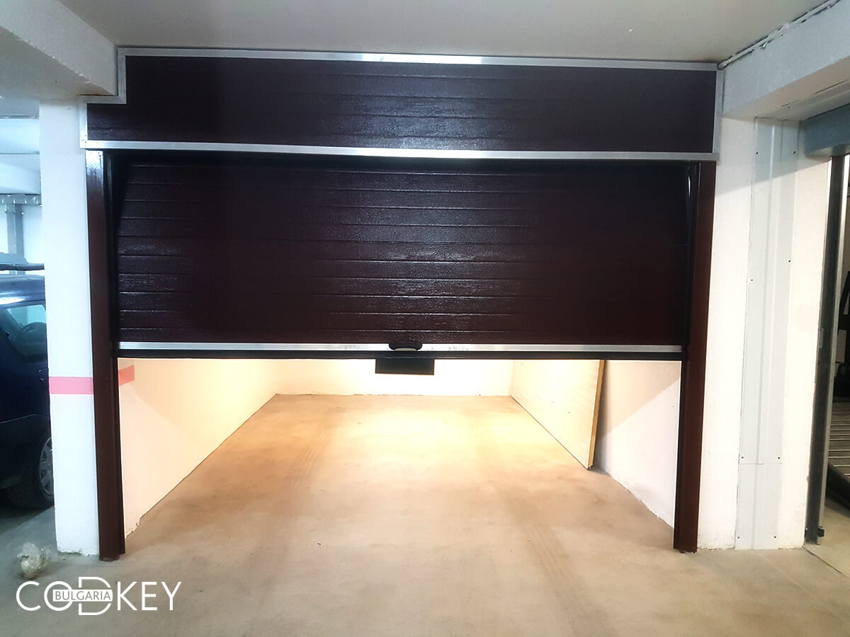 Секционна врата на гаражна клетка в новопостроена кооперация в град София_002