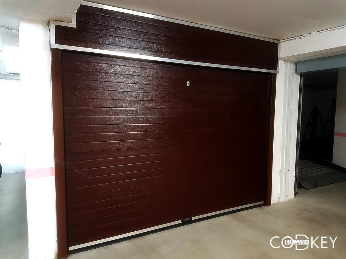 Секционна врата на гаражна клетка в новопостроена кооперация в град София_003