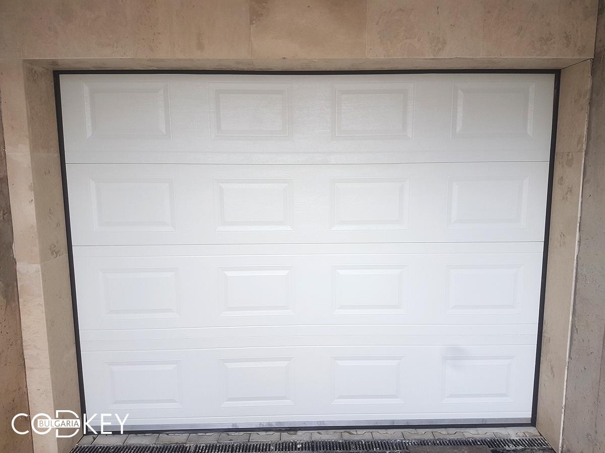 Секционна гаражна врата в град София задвижвана с мотор_003