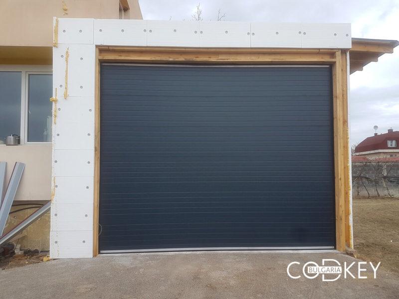 Нови Искър - Секционна врата на автосервиз_001