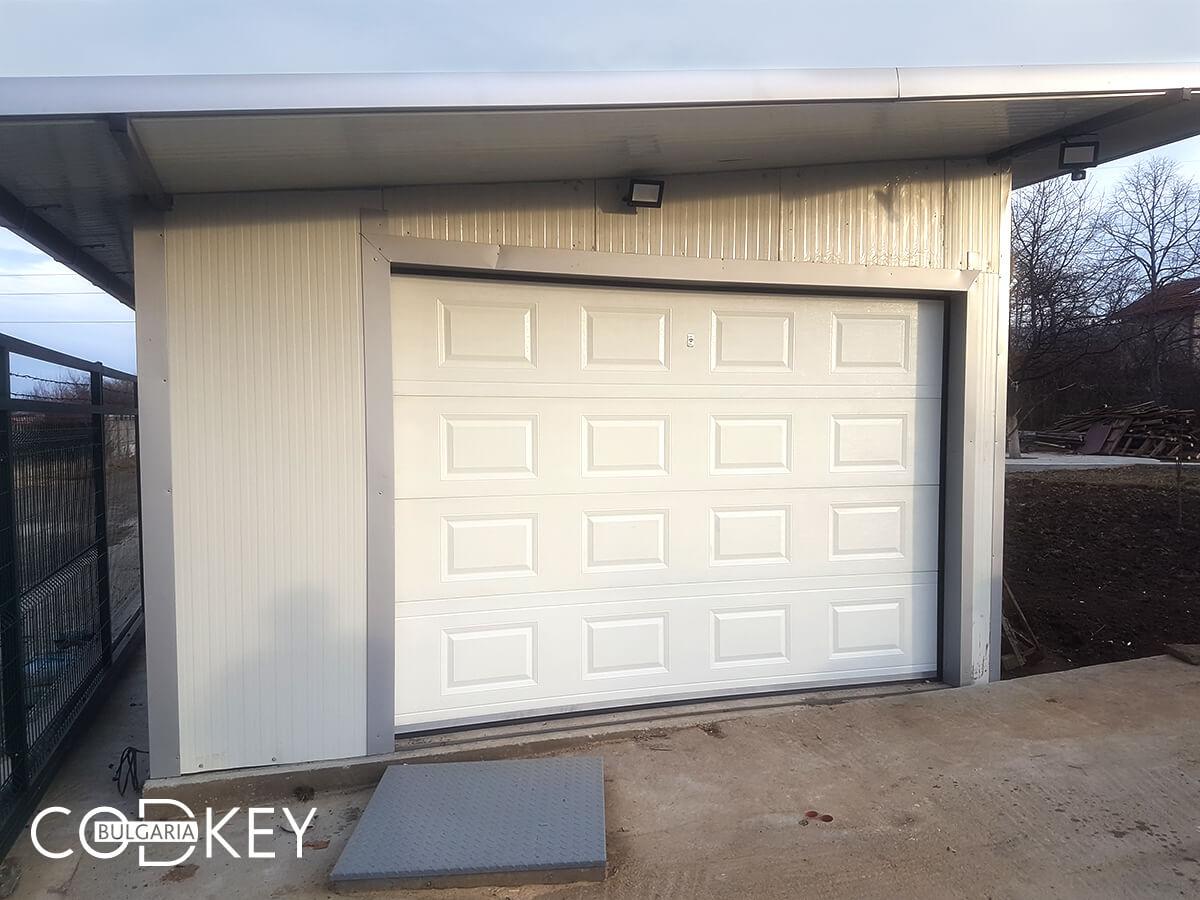 Секционна гаражна врата в град София задвижвана с мотор_002