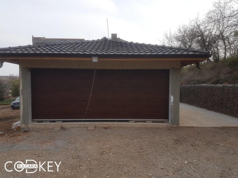 Секционна гаражна врата в село Елешница_001