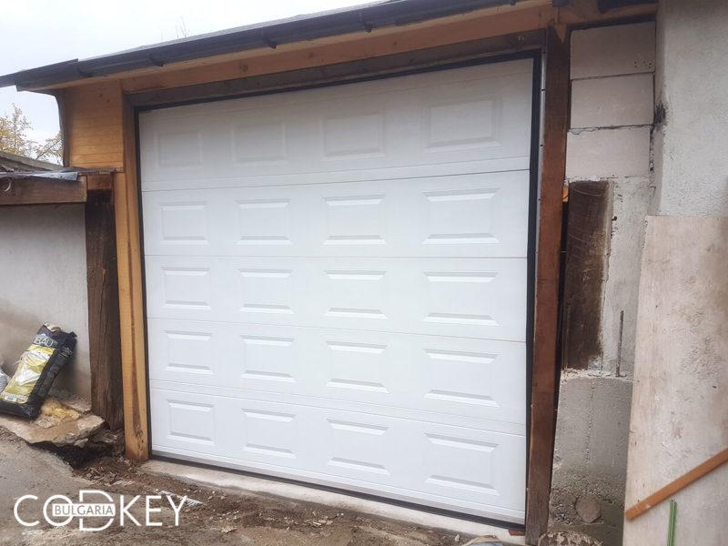 Секционна гаражна врата в село Габра_001