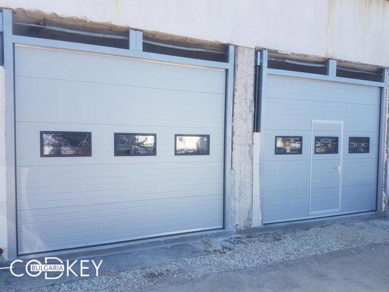 Индустриални секционни врати с вградени декоративни прозорци - София_0001