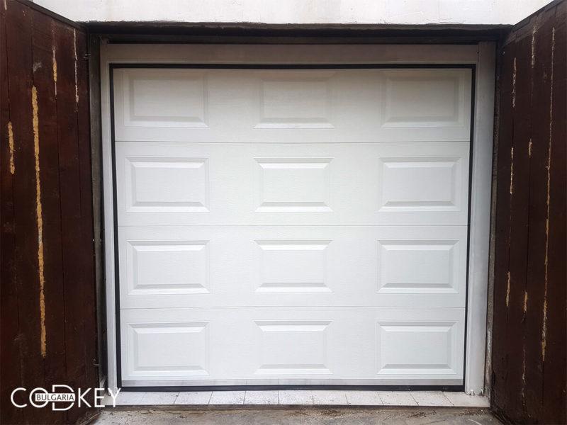 Секционна гаражна врата в град София, задвижвана с мотор_001