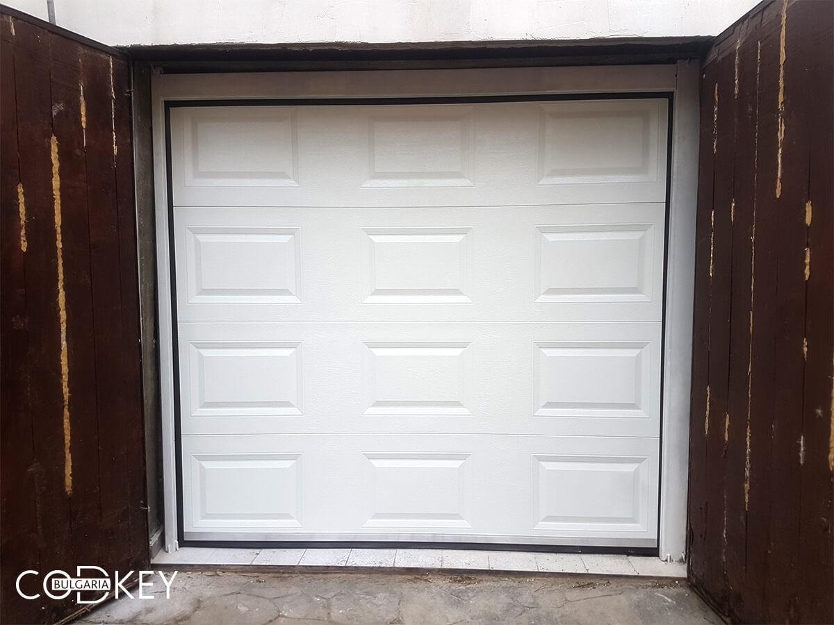 Секционна гаражна врата в град София, задвижвана с мотор_002