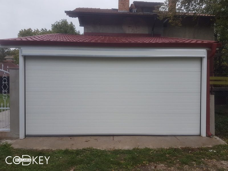 Секционна гаражна врата в село Опицвет_001