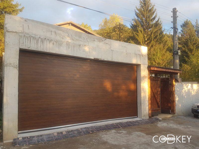 Секционна гаражна врата в село Рударци_001