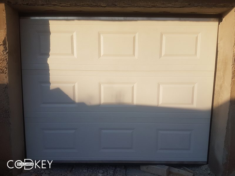 Секционна гаражна врата в с. Доганово задвижвана с мотор_001