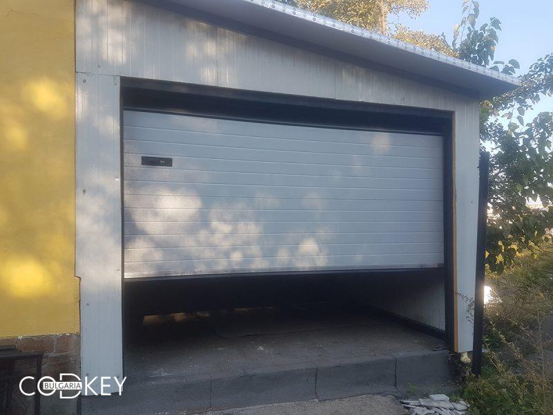 Сива секционна гаражна врата в_001