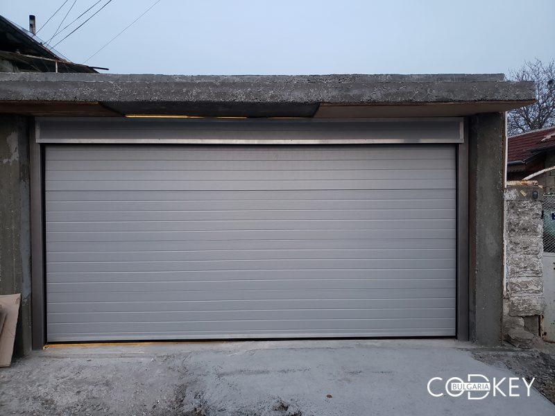 Гаражна секционна врата в цвят - сив в село Басарбово_001