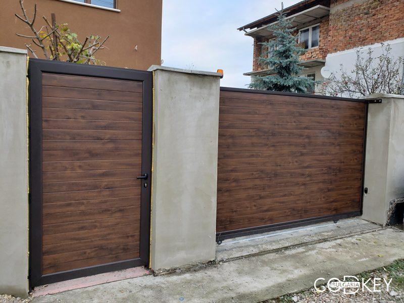Плъзгащи се дворни врати, пешеходна врата и оградни пана в Божурище_001