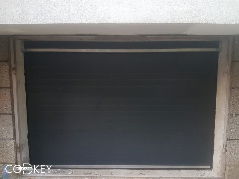 Град София - секционна гаражна врата в цвят антрацит_001