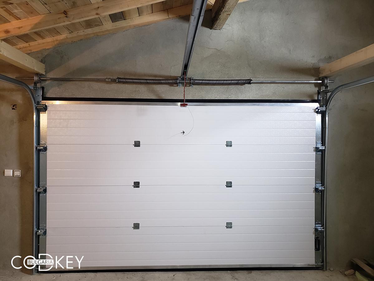 Гаражна секционни врата в град Балчик_006