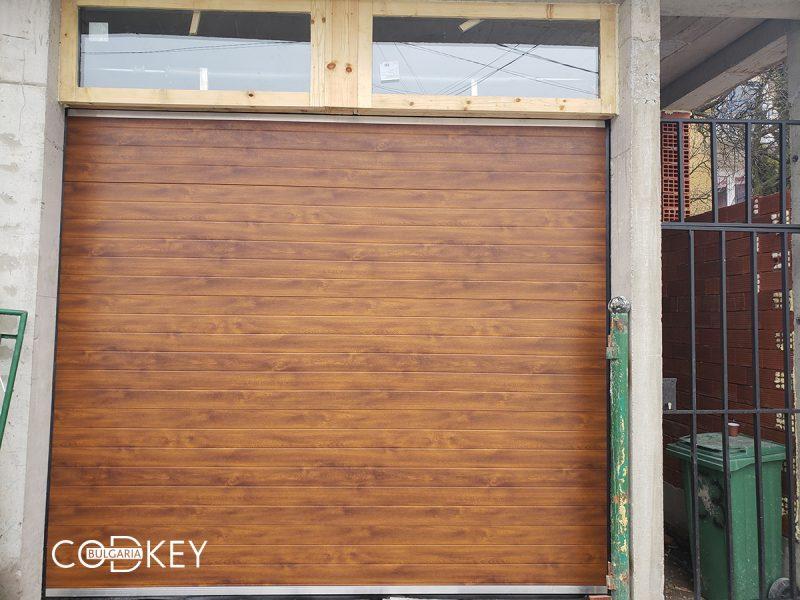 Гаражна секционна врата във Владая задвижвана с мотор_001