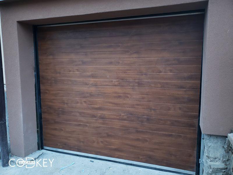 Гаражна секционна врата в село Свидня_001
