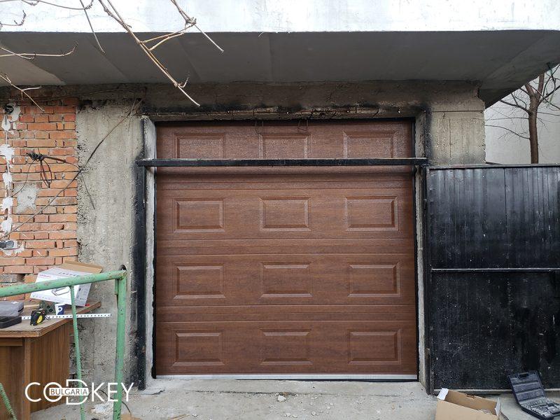 Секционна гаражна врата в село Храбрино_001