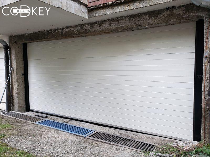 Град София - секционна гаражна врата задвижвана с мотор_01