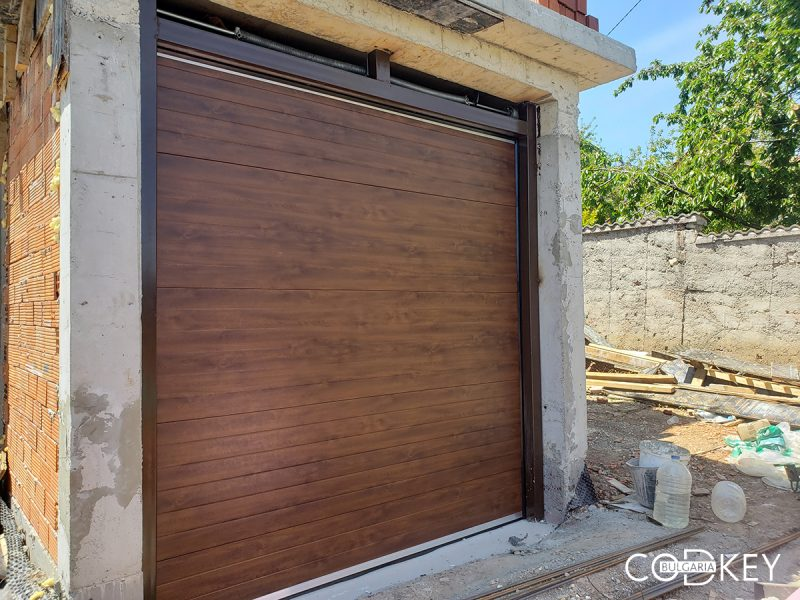 Гаражна секционна врата в Горна Баня_01