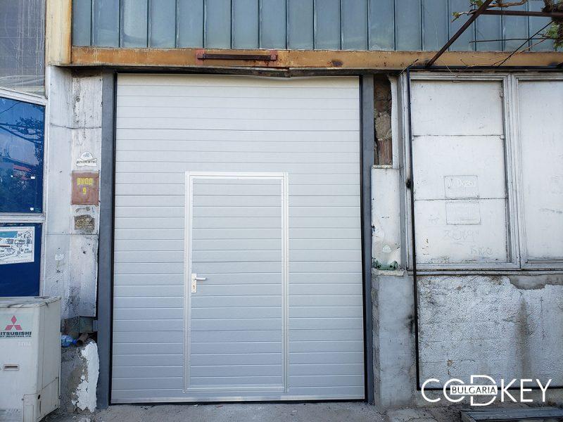 Град София - Индустриална секционна врата с вертикален лифт_01