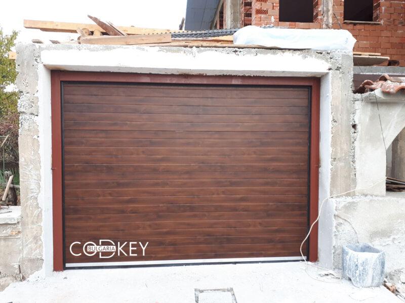 Гаражна секционна врата в село Козаново_001