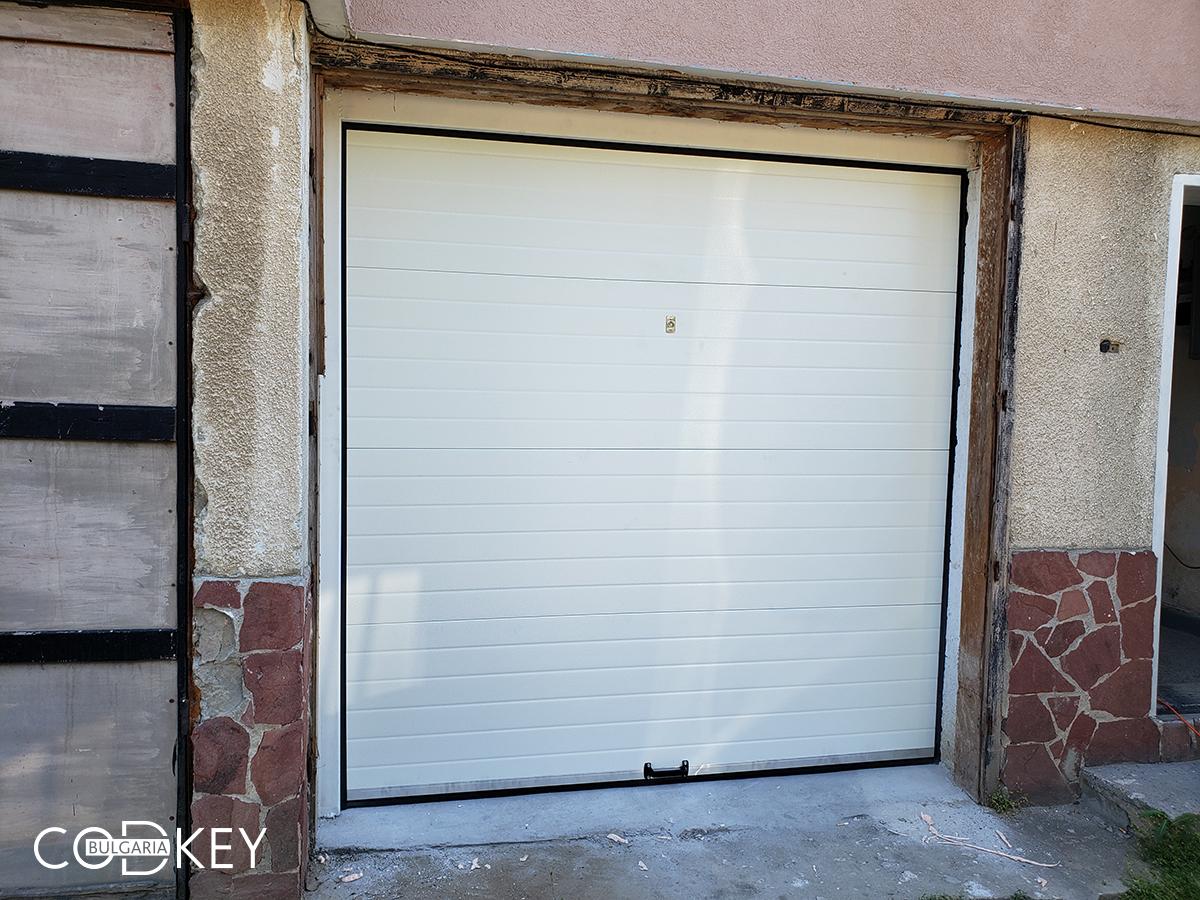 Гаражна секционна врата в град София_001
