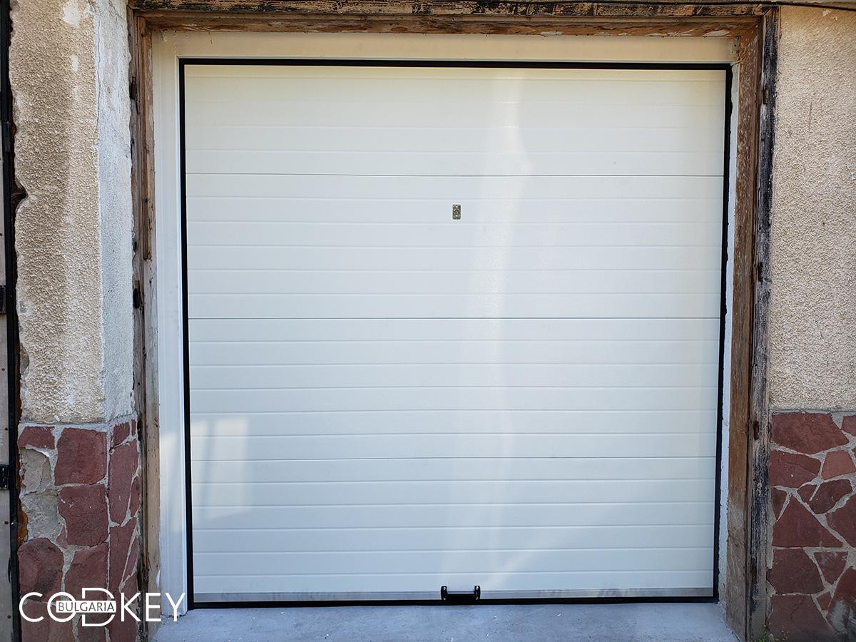 Гаражна секционна врата в град София_002