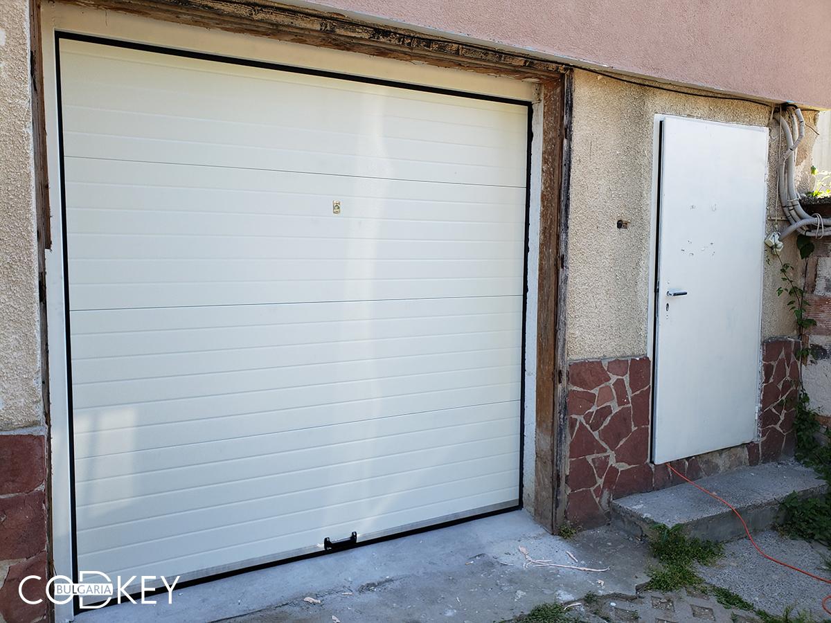 Гаражна секционна врата в град София_003