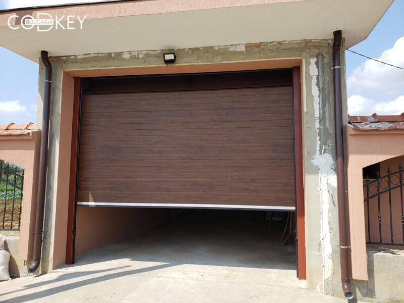 Гаражна секционна врата в село Юнаците_001
